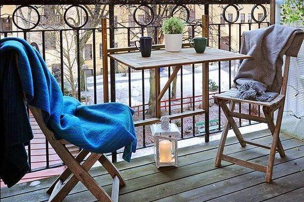 arredamento in legno piccolo terrazzo