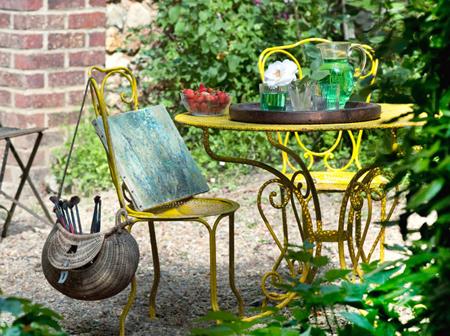 tavolo giallo in ferro battuto