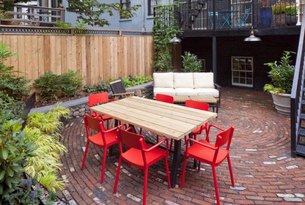 sedie rosse da giardino