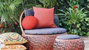 poltrona imbottita cuscino rosso