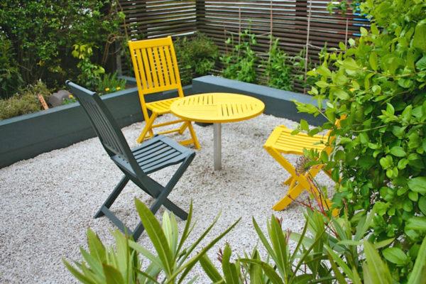 sedie gialle da giardino